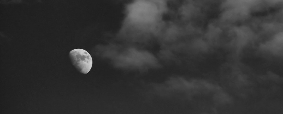 moon_smoking_bw1rz